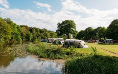 vissen op Camping Huttopia De Roos